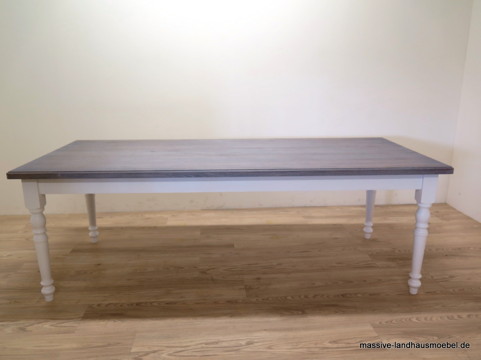 massive landhausm bel 147 tisch mit eicheplatte grau. Black Bedroom Furniture Sets. Home Design Ideas